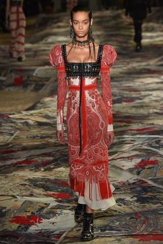 Alexander McQueen Spring 2017 Ready-to-Wear Fashion Show - Noemie Abigail