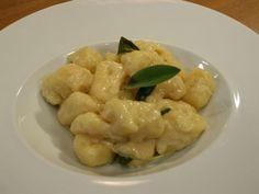 Gnochhi_cu_unt_si_salvie Salvia, Shrimp, Meat, Food, Red Peppers, Beef, Meals, Yemek, Eten