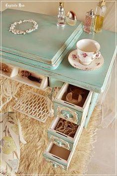 Ideas vintage furniture diy antiques old sewing machines Refurbished Furniture, Repurposed Furniture, Shabby Chic Furniture, Furniture Makeover, Vintage Furniture, Vintage Sewing Machines, Sewing Table, Decoration, Aqua Blue