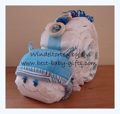 Windelschnecke basteln, komplette Anleitung mit Fotos – handgemachtes Babygesche… Make diaper snail, complete instructions with photos – handmade baby gift, very easy to copy! Cute Baby Gifts, Handmade Baby Gifts, Unique Baby Gifts, Diaper Centerpiece, Baby Shower Table Centerpieces, Luvs Diapers, Baby Shower Diapers, Baby Shower Unique, Baby Hospital Gifts
