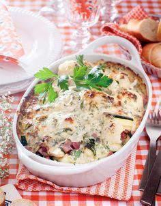 Läckert och gott till vardags! God gratäng med blomkål, squash och rökt skinka. Lchf, Keto, Swedish Recipes, Happy Foods, Types Of Food, Cheeseburger Chowder, Hummus, Squash, Mashed Potatoes