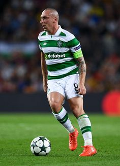 Scott Brown Photos - Scott Brown of Celtic FC runs with the ball during the UEFA Champions League Group C match between FC Barcelona and Celtic FC at Camp Nou on September 2016 in Barcelona, . - FC Barcelona v Celtic FC - UEFA Champions League Celtic Soccer, Celtic Fc, Barcelona Catalonia, Fc Barcelona, Barcelona Futbol Club, Camp Nou, Professional Football, Uefa Champions League, Glasgow