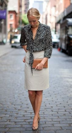 Love the balance in style of tucking blousey tops into a pencil skirt for a polished, professional look. Professional Wardrobe, Professional Dresses, Work Wardrobe, Professional Women, Business Attire, Business Fashion, Business Style, Top Mode, Blazers