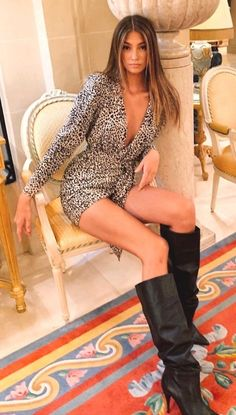 Thigh High Boots Heels, Stiletto Boots, Hot High Heels, Heeled Boots, Beautiful Women Pictures, Gorgeous Women, 70s Fashion, Fashion Boots, Girls In Mini Skirts