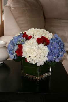 fourth of July, Memorial Day or Labour Day floral arrangement July 4th Holiday, 4th Of July Party, Fourth Of July, Holiday Fun, 4th Of July Decorations, Diy Party Decorations, Centerpiece Ideas, Floral Centerpieces, 4. Juli Party