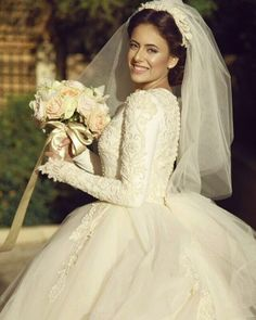 Let's show some love for this absolutely Chana Marelus bride! Hijab Wedding Dresses, Wedding Dress Sleeves, Dream Wedding Dresses, Bridal Dresses, Wedding Gowns, Bouquets, Dress Vestidos, Long Sleeve Wedding, Glamorous Wedding