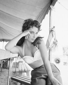 Liz Taylor. Vintage. Lovely!