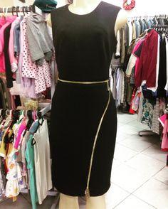Vestido #CalvinKlein com detalhes em zíperes tecido maravilhoso  #neoprene #vestido #CalvinKlein  #brechocamarimtododianovidade  #brecho .