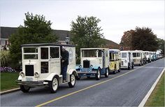 Stubby trucks built by the Detroit Industrial Vehicle Company, or Divco, are collected by nostalgia buffs as well as customizers. Antique Trucks, Vintage Trucks, Old Trucks, Classic Trucks, Classic Cars, Mini Vans, Step Van, Panel Truck, Cab Over