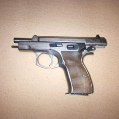 CZ 75 COMPACT NEREZ - Prodám CZ 75 COMPACT v nerezovém provedení. Rok výroby 2001. Zbraň je v dobrém stavu bez jakéhokoliv problému. Ke zbrani druhý zásobník, pouzdro (není na fotce), kufr, dokumentace, nabiječ zásobníku (není na fotce), 25 kusů střeliva SB. Osobní předání možno v okolí Rakovníka, Kladna nebo v Praze. ZP a NP nutné!https://s3.eu-central-1.amazonaws.com/data.huntingbazar.com/9540-cz-75-compact-nerez-pistole.jpg