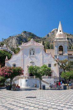 Igreja de São José (sec XVII) construída em estilo barroco. Taormina, Sicília, Italia.
