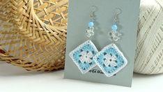 Aqua blu e bianco uncinetto orecchini quadrati boho lunga