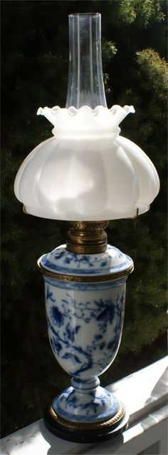 RARE R DITMAR WIEN OIL LAMP FLOW BLUE FLORAL BLACK MARBLE BASE VICTORIAN