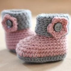 Keep your pre-walkers feet cozy with these cute little crochet cuffed baby booties! FREE pattern available!.