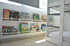 Siempre digo que para integrar Montessori en casa lo último que tiene que entrar por la puerta son los materiales (y en muchas ocasiones ni… Montessori Ikea, Montessori Toddler, Big Girl Rooms, Boy Room, Kids Room, Diy Projects For Kids, Wood Projects, Bekvam, Toddler Development