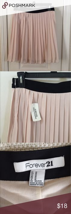 🌼LOWBALL SALE! Make me an offer!🌼 New with tags, blush pleated skirt with black waistband. 100% polyester. Side zipper. Forever 21 Skirts