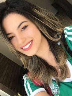 Football Girls, Football Outfits, The Most Beautiful Girl, Gorgeous Women, Muslim Beauty, Brunette Beauty, Photos Of Women, Sport Girl, Pretty Face