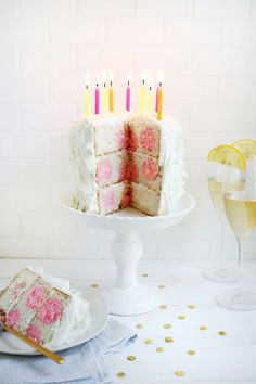 Too cute! Polka Dot Cake (click through for tutorial)