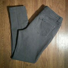 "CAbi Jeans Gray Size 10 Style #326 Lovely gray jeans measured 31"" waist, 28"" inseam CAbi Jeans Boot Cut"