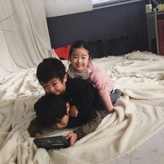 Learning The Skills of Parenting Cute Asian Babies, Korean Babies, Asian Kids, Cute Babies, Siblings Goals, Family Goals, Ulzzang Kids, Ulzzang Couple, Cute Little Baby