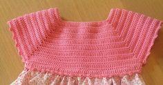 Se va acercando el verano y empezamos a preparar la ropa de temporada.  Para los más pequeños, siempre nos esmeramos un poco más, así qu... Newborn Crochet, Crochet Baby, Knit Crochet, Boy Crochet Patterns, Dress Patterns, Crochet For Boys, Newborn Outfits, Baby Sweaters, Crochet Clothes
