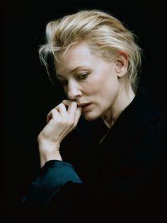 Catherine Élise Blanchett, más conocida como Cate Blanchett, es una actriz de cine y teatro australiana que ha recibido numerosos reconocimientos entre los que se incluyen tres premios del Sindicato.