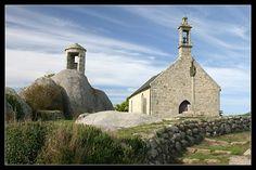 #Bretagne Finistère : 7 septembre vers 17 H 30 à Brignogan (chapelle de Saint Pol, calvaires et guérite des garde-côtes)