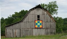 Mountain Variation at Renfro Cattle Farm & Quilt Barn in Lea Springs-Blaine,TN Barn Quilt Designs, Barn Quilt Patterns, Quilting Designs, Farm Quilt, Cattle Farming, Barn Wood Signs, Barn Art, Old Barns, Picture On Wood