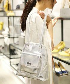 BLISS POINT Womensの【WEB限定先行予約】フェイクレザー2WAYバッグ/561252(ショルダーバッグ)です。こちらの商品はZOZOTOWNにて通販購入可能です。