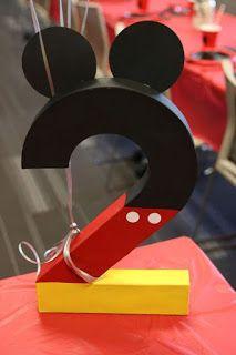 21 Geniales ideas para decorar Cumpleaños de Mickey Mouse Mickey Mouse Party Decorations, Mickey Mouse Birthday Decorations, Mickey 1st Birthdays, Theme Mickey, Mickey Mouse Clubhouse Birthday Party, Mickey Mouse Parties, Minnie Birthday, Disney Parties, Mickey Mouse Centerpiece