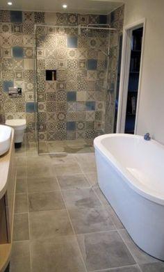 płytki na ścianie pod prysznicem!