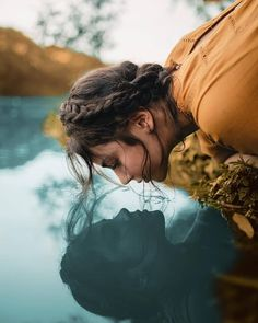 Photography Poses Women, Girl Photography, Amazing Photography, Cute Beach Pictures, Fall Pictures, Fall Portraits, Best Portraits, Shadow Pictures, Girl Photo Poses