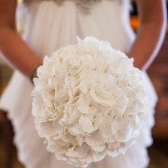 Morlotti Studio - Sweetness of the bride   Bouquet - Pisello Odoroso #wedding #bouquet #white #flowers #bride