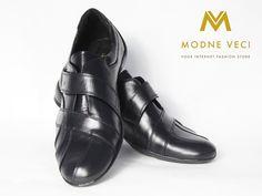 Čierne športovo elegantné kožené topánky určené pre mužov. Topánky majú oblú…