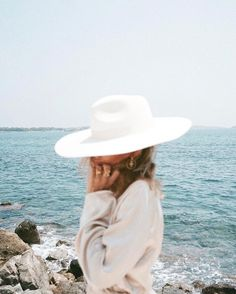 Trendy how to wear hats in summer fedoras Posing Ideas, Ibiza, Easy Style, Beach Please, Bohemian Lifestyle, Lifestyle Blog, Jolie Photo, Vogue, Look At You