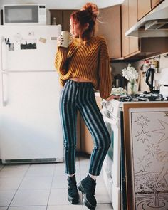 early morning ☕️ its still sweater weather and im so done with it uhh 🙄 Trouser Outfits, Casual Outfits, Cute Outfits, Hipster Outfits Winter, Autumn Fashion Hipster, Funky Outfits, Winter Fashion, Socks Outfit, Sweater Outfits