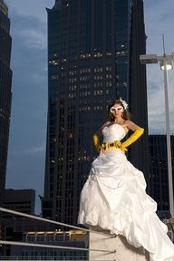 Having a wedding photo taken like this would be perfect for my Batman themed wedding! & the best part? I already have the belt and gloves from my various Batgirl costumes! #Super #hero #wedding