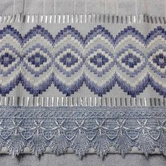 Bargello Patterns, Swedish Embroidery, Swedish Weaving, Straight Stitch, Needlepoint, Lily, Blue And White, Deco, Crochet
