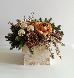 In gold mercury glass vase Christmas Flower Arrangements, Holiday Centerpieces, Christmas Flowers, Christmas Table Decorations, Decoration Table, Christmas Deco, Diy Christmas Ornaments, Floral Arrangements, Christmas Wreaths