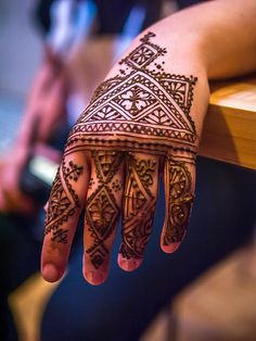 Beautiful angular African style henna with the paste still on. | by kenzilicious