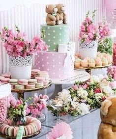 Apaixonada na decor dessa festinha fofa que vi no @aboutparties 💕💕 . Via @festejandoemcasaoficial #chadebebe #baby #babyshower chadebebê #children #kid #child #love #party #bonjour #bebê #babies #bomdia #amor #decoration #decoración #decor #bolo #blogdecasamento #noivo #noiva #casamento #wedding #decoraçãodemesa #mesadecorada #cake #cute #fofo #bloglarabettero #evedeso #eventdesignsource - posted by ✨ SORTEIOS NO AR ✨ https://www.instagram.com/bloglarabettero. See more Baby Shower Designs…