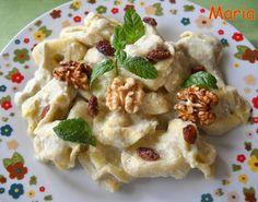 Tortellini de espinacas y queso con  salsa de brócoli y coliflor. Ver receta: http://www.mis-recetas.org/recetas/show/39042-tortellini-de-espinacas-y-queso-con-salsa-de-brocoli-y-coliflor