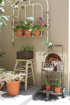 Create a beautiful corner on your patio with recycled household items - #DIYGardenIdeas