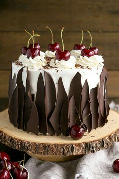 This Black Forest Cake combines rich chocolate cake layers with fresh cherries, . Kuchen , This Black Forest Cake combines rich chocolate cake layers with fresh cherries, . This Black Forest Cake combines rich chocolate cake layers with fr. Just Desserts, Delicious Desserts, Baking Desserts, Baking Cupcakes, Cake Cookies, Cupcake Cakes, Black Forest Cake, Black Forest Birthday Cake, Drip Cakes