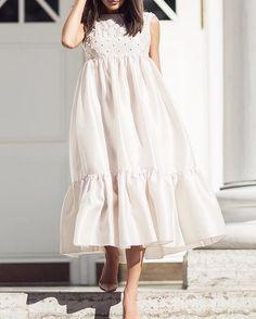 WEBSTA @ polinazaretskaya - Платье длиной миди из шелковой органзы в наличии в… Maternity Photo Dresses, Maternity Fashion, Dress Outfits, Casual Dresses, Fashion Outfits, Women's Fashion, Lace Dress, White Dress, Valentino Dress