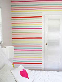 Listras horizontais na parede do quarto: um amor <3