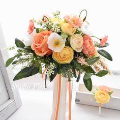 かわいいポピーのナチュラルクラッチブーケ Silk Flower Bouquets, Silk Flowers, Table Decorations, Home Decor, Flowers, Decoration Home, Room Decor, Interior Design, Home Interiors