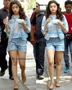 Gym me ho? Na baby ghar par hu mai Stylish Summer Outfits, Stylish Girls Photos, Casual Work Outfits, Cute Outfits, Bollywood Girls, Bollywood Fashion, Bollywood Actress, Indian Celebrities, Bollywood Celebrities