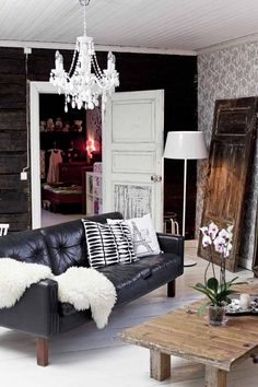 Resourceful funky home decor designing number 4076831831 for one totally creative room. Log Home Decorating, Interior Decorating, Interior Design, New Living Room, Living Spaces, Black And White Living Room, Black White, Funky Home Decor, Cool Apartments