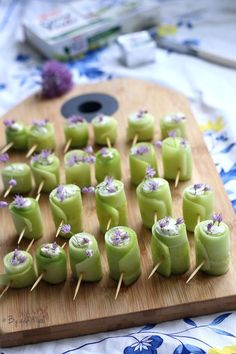 Fresh Cucumber Rolls with Garlic, Herbs and Shallots – Easy Recipe – Car stickers Appetizer Recipes, Snack Recipes, Appetizers, Snacks, Easy Lunches For Kids, Easy Meals, Cucumber Rolls, Football Party Foods, Food Presentation